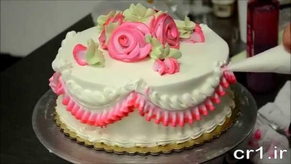 تزیین زیبای کیک با خامه
