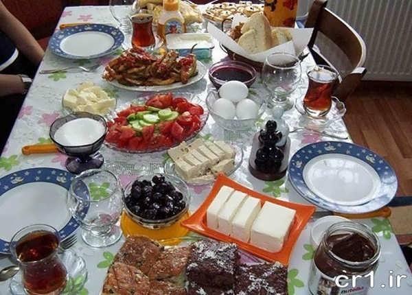 تزیین زیبای میز صبحانه