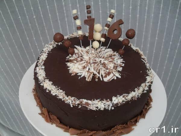 تزیین کیک شکلاتی خانگی با تزیینات جذاب و جدید