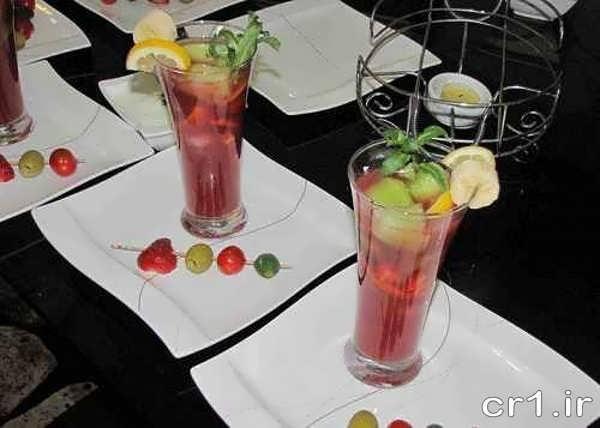 تزیین لیوان های شربت با میوه های ریز