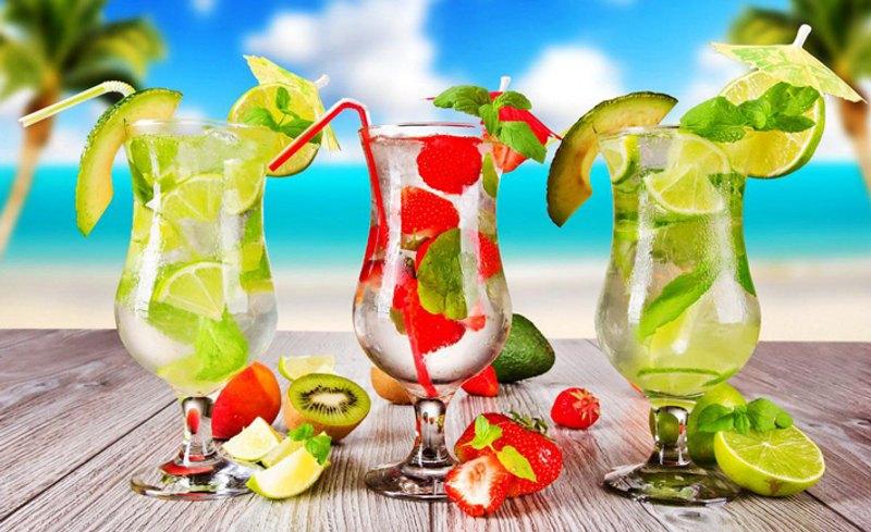 تزیین لیوان شربت با میوه