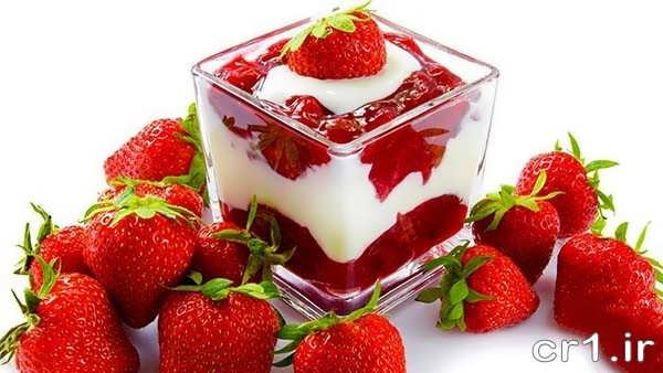 تزیین روی ژله بستنی با توت فرنگی