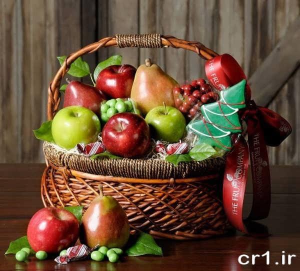تزیین میوه در سبد حصیری
