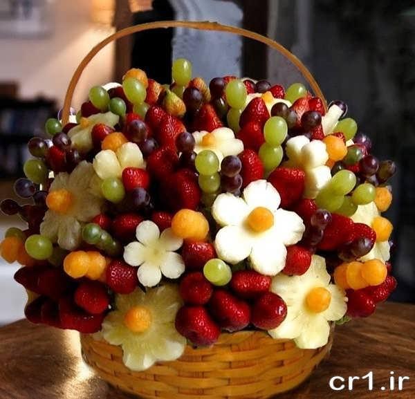 تزیین میوه در سبد با سیخ چوبی