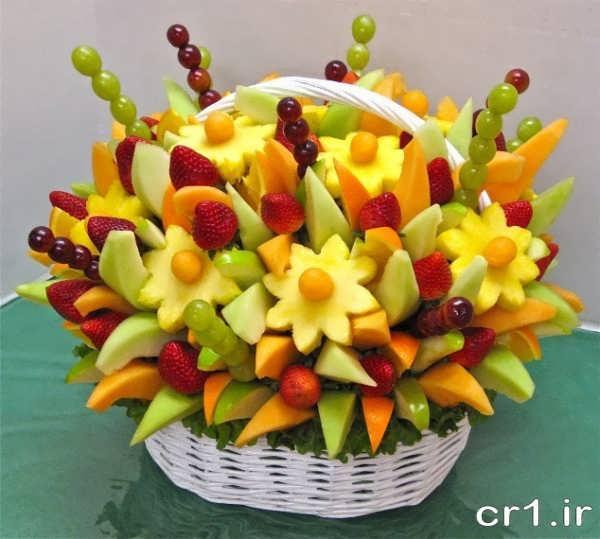 تزیین میوه با سیخ چوبی در سبد