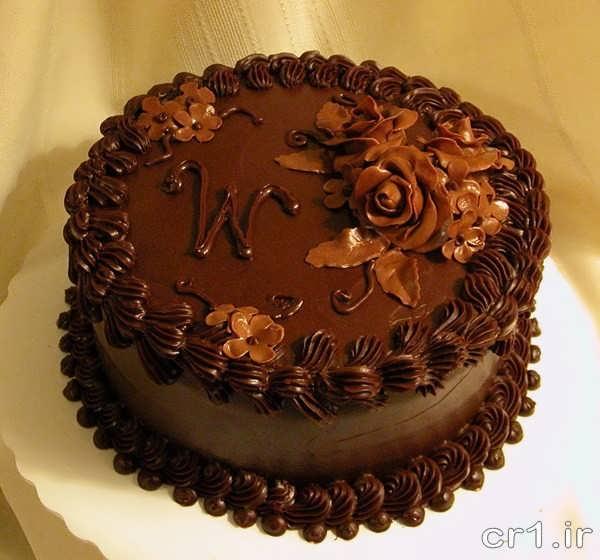 تزیین روی کیک با شکلات و خامه