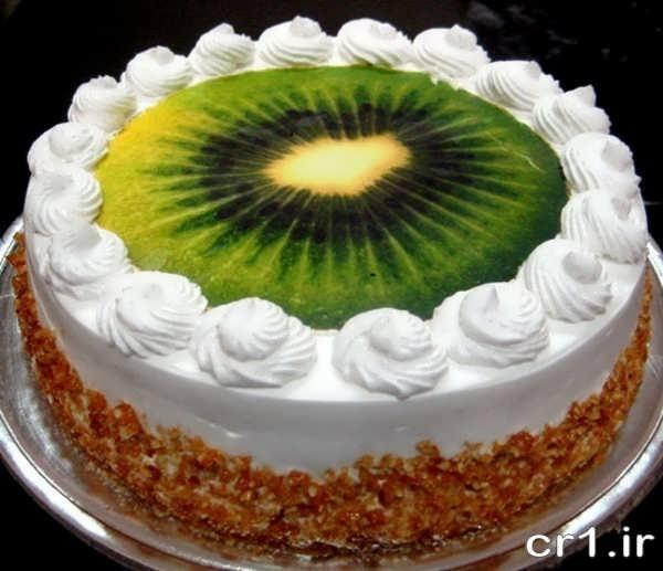 کیک تولد تزیین شده