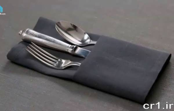 تزیین ساده قاشق و چنگال با دستمال سفره