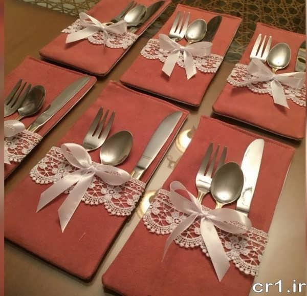 تزیین ساده قاشق و چنگال برای مهمان