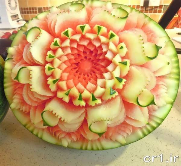 حکاکی گل روی هندوانه