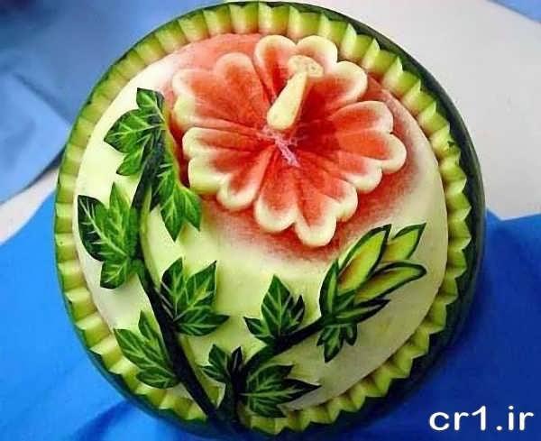 حکاکی گل بر روی هندوانه
