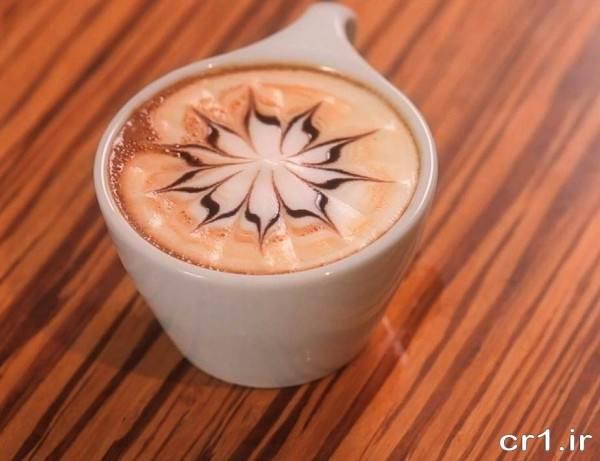 تزیین روی قهوه با شیر و شکلات