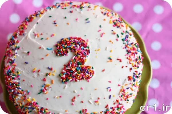 تزیین کیک خامه ای تولد