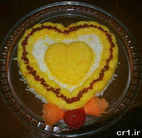 تزیین برنج قالبی با زعفران