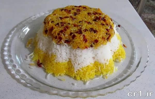 تزیین برنج قالبی با زرشک و زعفران