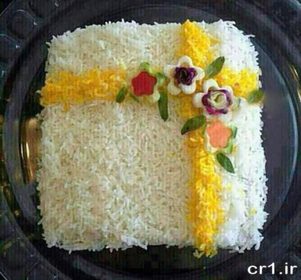 تزیین روی برنج با زعفران