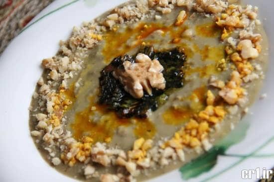 تزیی ساده حلیم بادمجان با گردو
