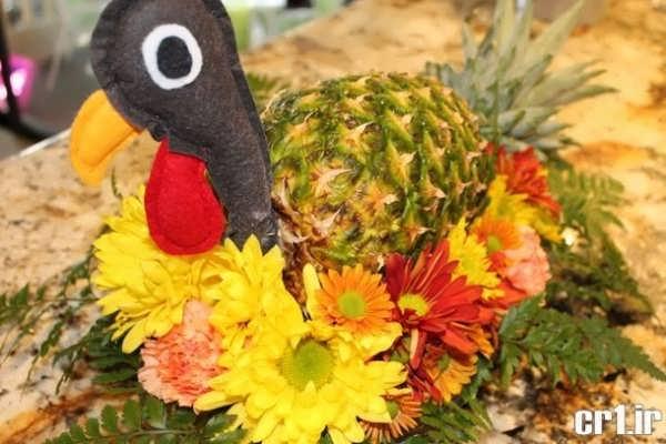 آناناس تزیین شده به شکل پرنده های مختلف