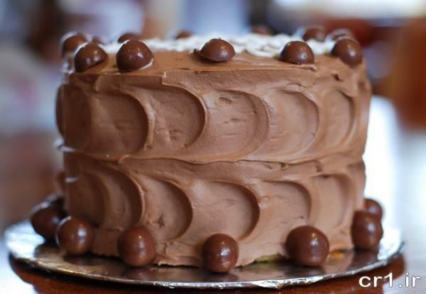 تزیین کیک ساده با خامه و شکلات