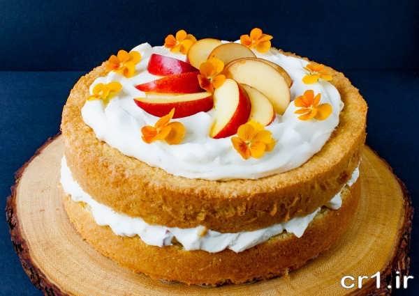 تزیین روی کیک با خامه و میوه