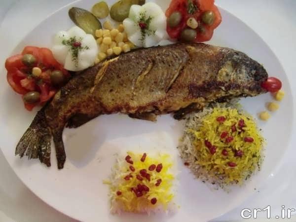 تزیین پلو و ماهی شکم پر