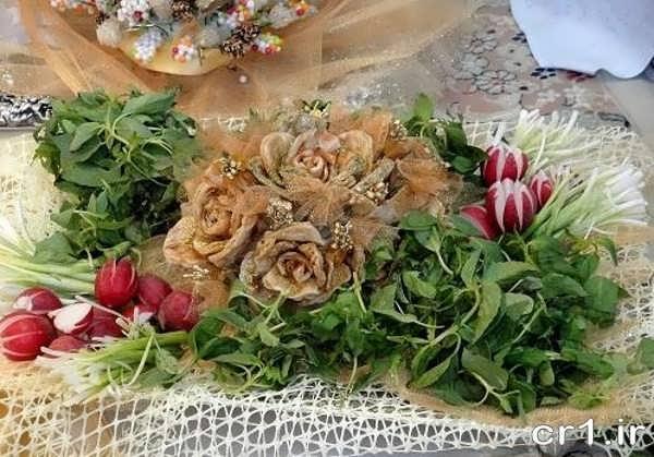 نزیین نون سنگک با پنیر و سبزی
