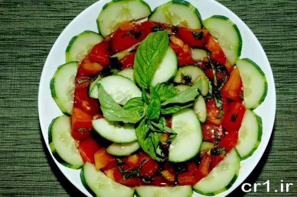 تزیین خیار و گوجه برای سالاد