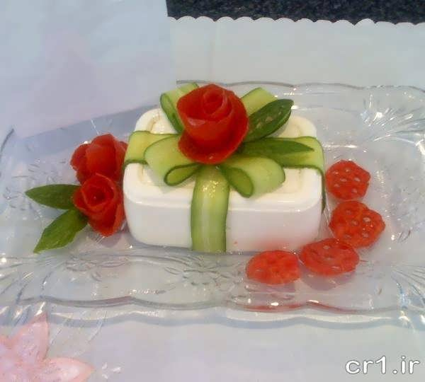 تزیین پنیر با گوجه و خیار