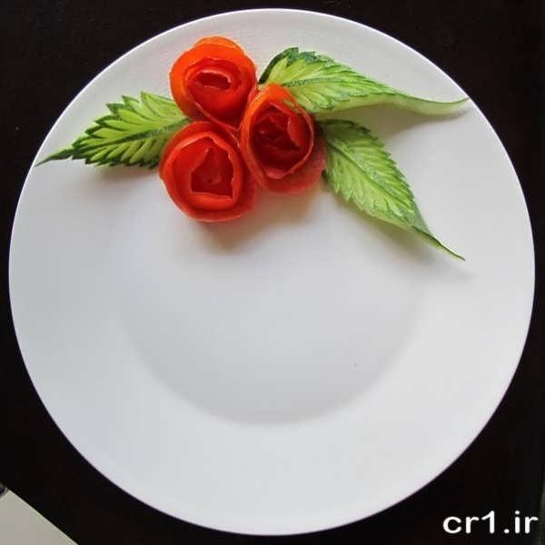 دورچین بشقاب با خیار و گوجه