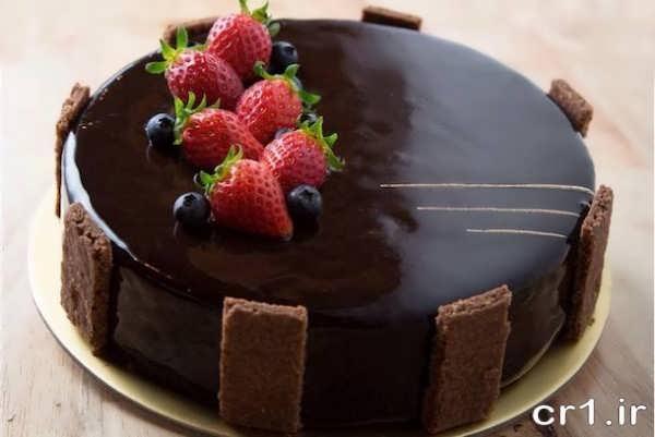 تزیین کیک با شکلات و توت فرنگی