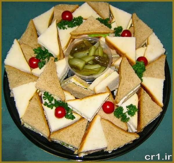 تزیین نان و پنیر و سبزی