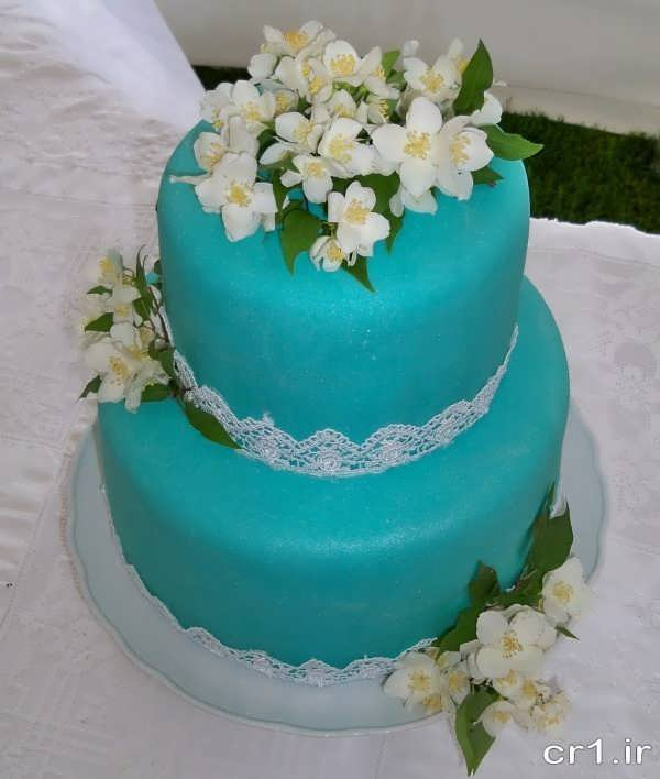 تزیین ساده کیک با گل برای عروس