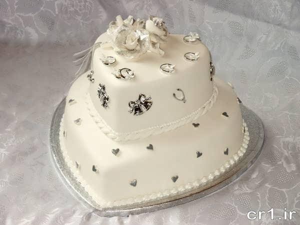 تزین زیبای کیک قلبی برای عروس و داماد