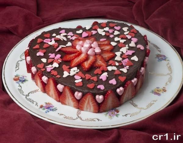 تزیین زیبای کیک تولد با میوه
