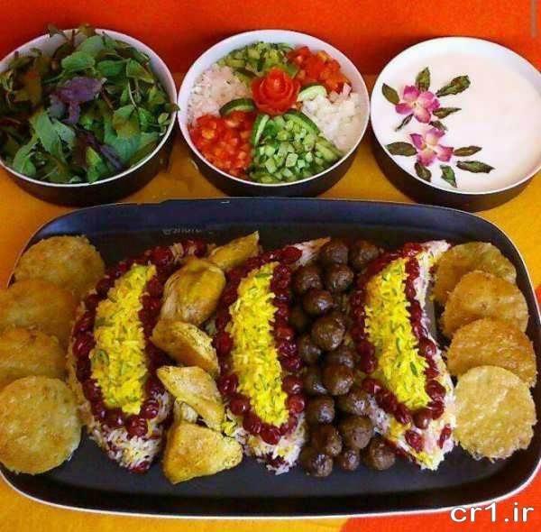 تزیین ظرف غذا با سالاد و ماست