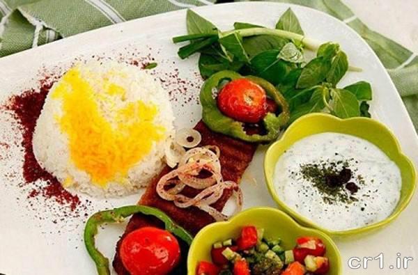 تزیین غذا با سالاد و ترشی