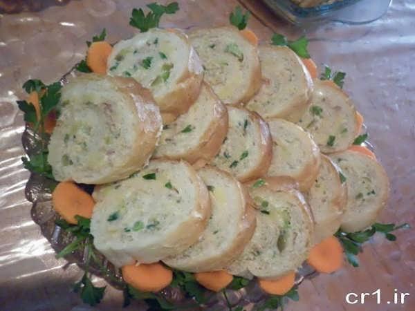 تزیینات سالاد الویه با نان ساندویچی
