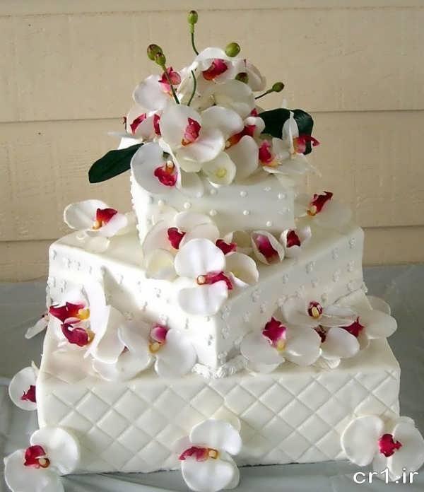 تزیین زیبای کیک عروسی با گل