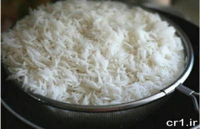 آبکش نمودن برنج برای لوبیا پلو
