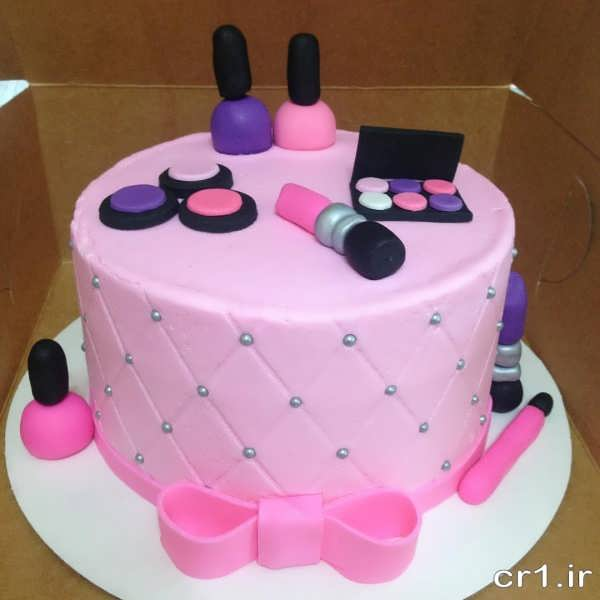 کیک تولد دخترانه با تم وسایل آرایش