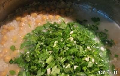 اضافه کردن سبزی به آش دوغ