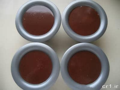 ریختن پاناکوتا شکلاتی در قالب