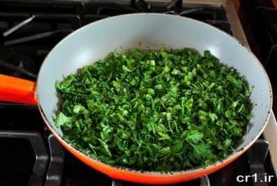 سرخ کردن سبزی قورمه سبزی