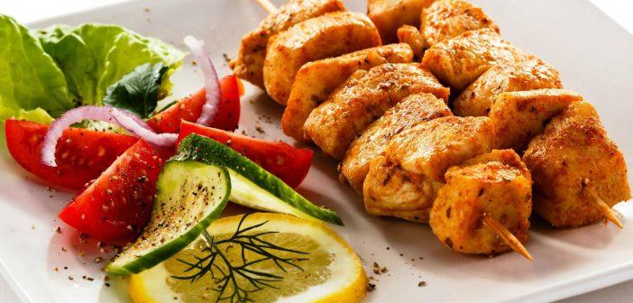 تزیین غذا با سیخ چوبی