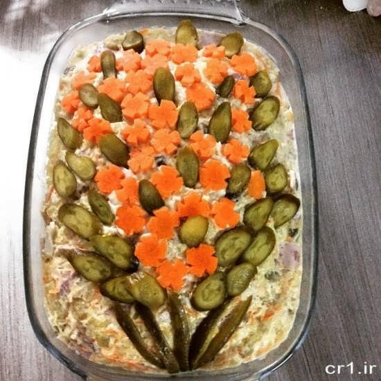 تزیین الویه با خیار شور و هویج