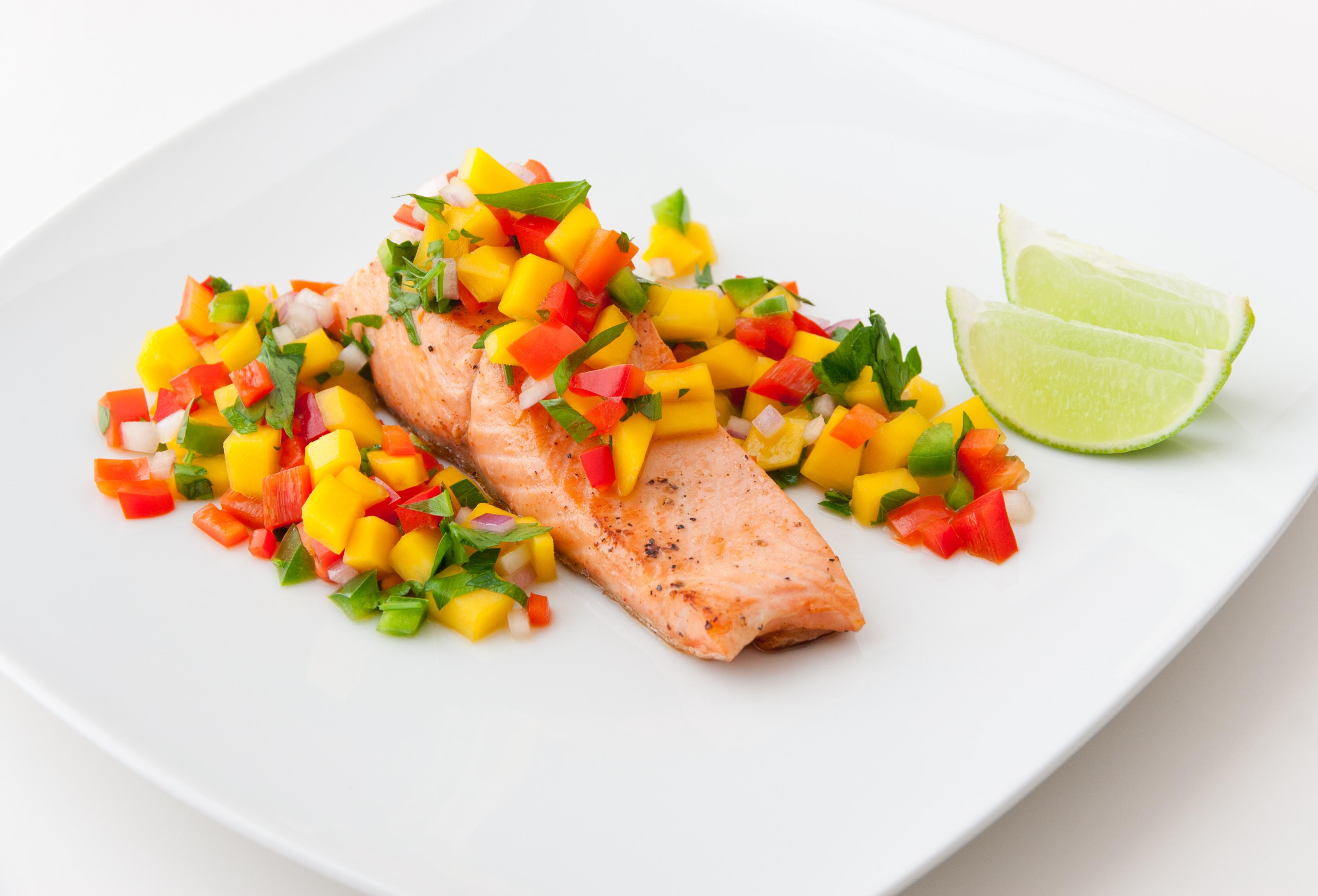 طرز تهیه ماهی سالمون با سس سالسا