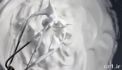 سفیده تخم مرغ هم زده شده
