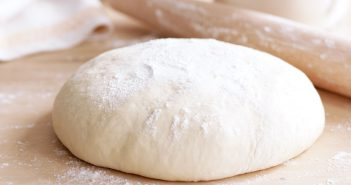 طرز تهیه خمیر پیتزا به همراه نکات طلایی