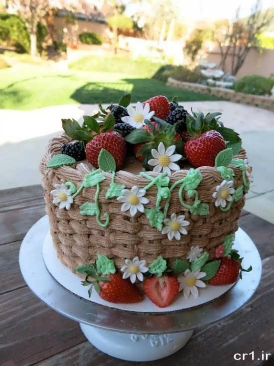تزیین کیک خانگی با میوه