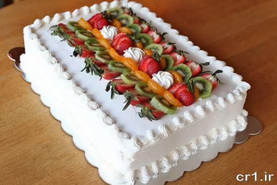 تزیین کردن کیک با برش های میوه